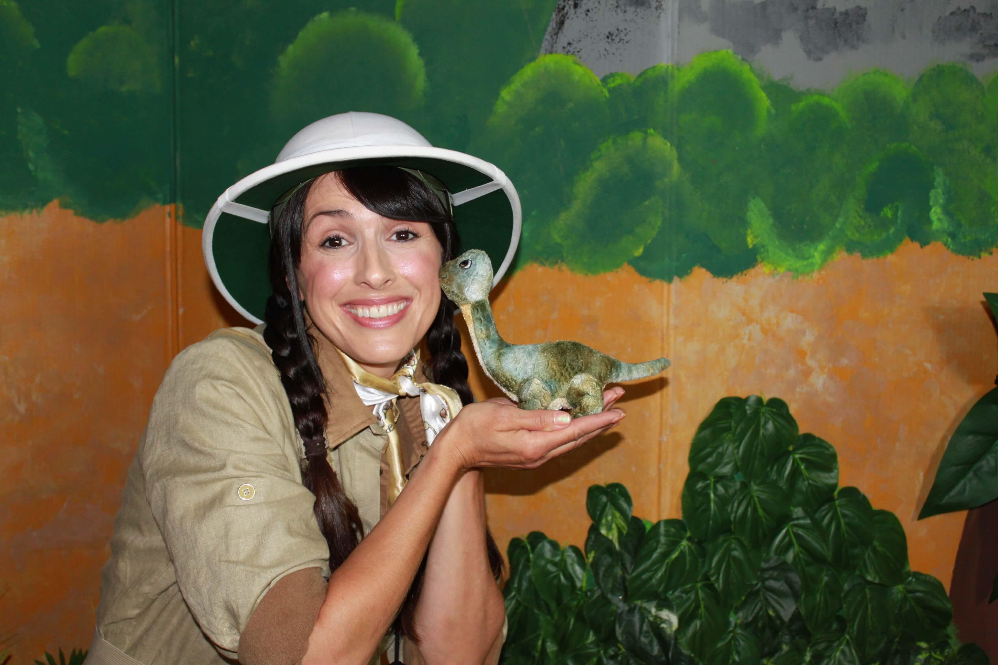 Béatrice, l'exploratrice et le petit dinosaure